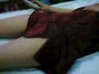 دختر خروس را بین پستانها احساس می کند و با دستانش به خودش کمک می کند لینک گروهسکسی