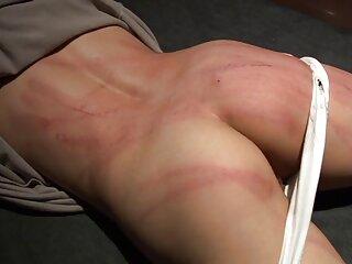 مرد از نزدیک با کانال فیلمهای سکسی در تلگرام لباس های بلوند در می آید
