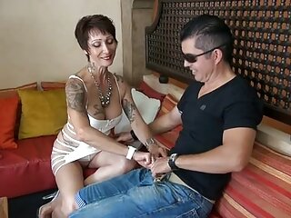 یک کارگر سردخانه به سختی استراپون را وانمود کانال سکس چت تلگرام می کند که یک دختر مرده با جوراب ساق بلند است