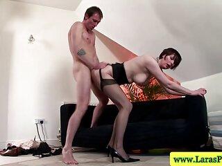 لزبین های داغ گروه های سکسی با اسباب بازی ها رابطه جنسی دارند