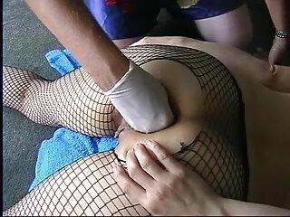 با پهن کردن پاها و لبیک کانال لینکدونی سکسی ، جوجه دستگاه سکس را در کله خود می گذارد