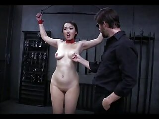 دختر چاق سینه های بزرگ برهنه در کانال یا گروه سکسی می آورد و بصورت خصوصی نوازش می کند