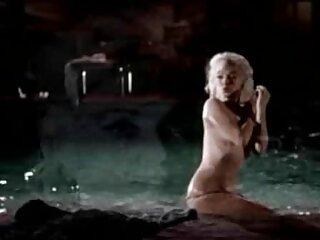 زن عضویت در کانال فیلم سکسی تلگرام بالغ نشان دادن کلاه از طریق جوراب ساق بلند
