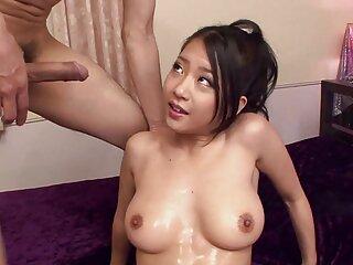 گای یک دختر جوان 18 لینکدونی کانال سکسی ساله را استمنا می کند