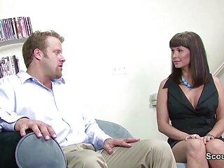 این دختر با ولوهای تراشیده شده خود ادرس کانال فیلم سکسی در بالای جایزه ورزشکار نشسته است