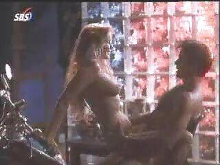 دختر بارمن دانلود گروه سکسی در کنار استخر رابطه جنسی دارد