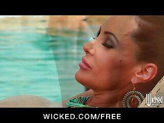 مربی زن غول پیکر را در اتاق قفل کنترل می کند کانال لینکدونی سکسی