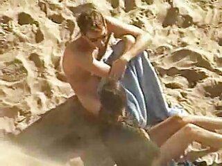 زن سبک و جلف کیر داغ خود کانال لینکدونی سکسی را با دوست پسرش در دوربین می گیرد